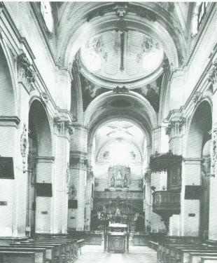una foto d'epoca con l'ingresso alle cripte